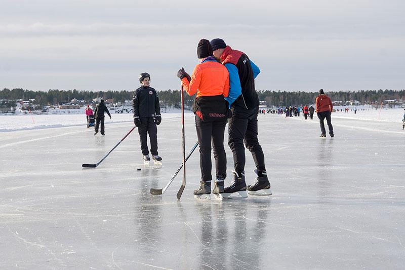 Isbanan i Luleå klar för promenader till helgen