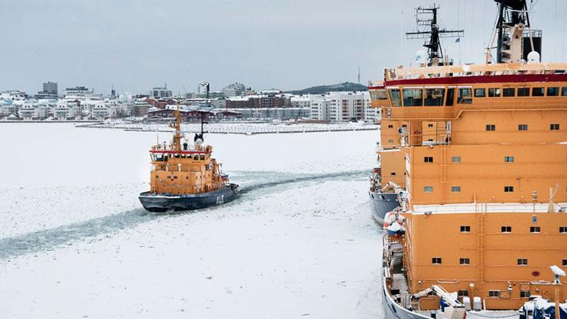Högsäsong för Sjöfartsverkets isbrytare