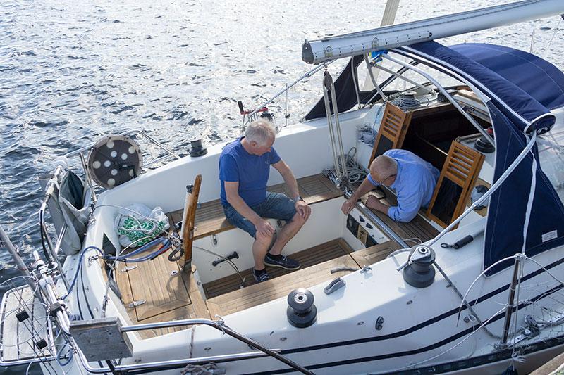Dags att kolla utrustningen i båten inför sjösättning