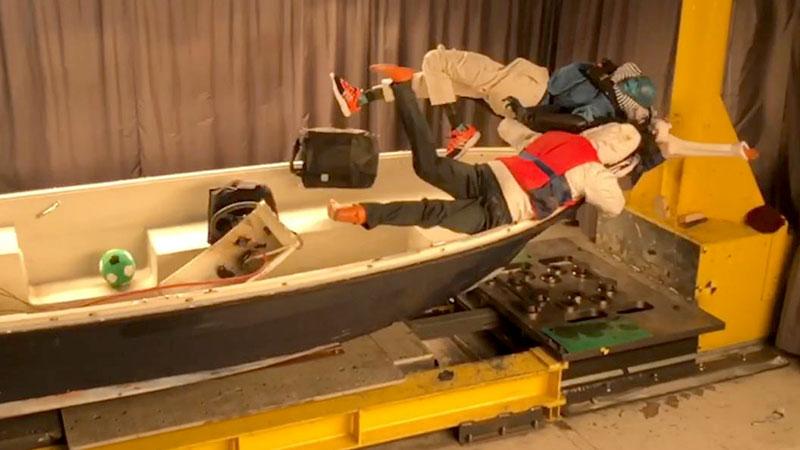 Skrämmande följder när en båt tvärstoppar vid 20 knop
