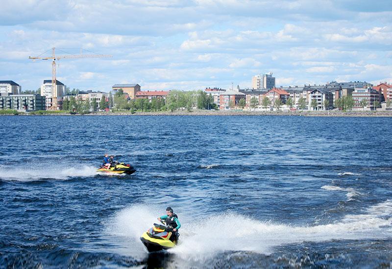 Lagstifta NU om båtkörkort för snabba båtar och vattenskotrar!